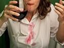 Как вывести с одежды пятна от вина. Советы от химчистки «Мобильный портной»