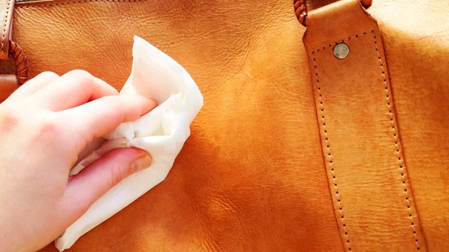 Очистка кожаной сумки от чернил