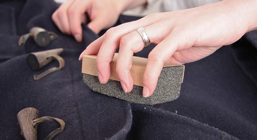 Как почистить драповое пальто