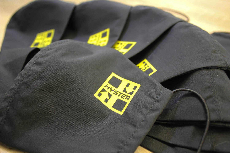 Защитные маски из ткани черные